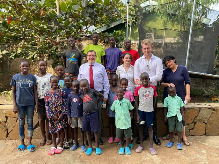 кенія - дипломати посольства україни в кенії відвідати заснований українцями сиротинець «daddy's home» у м.кісуму